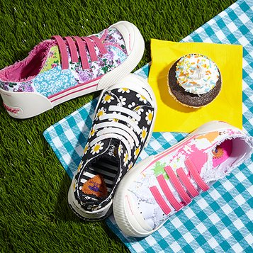 Wear All Spring: Canvas Sneakers