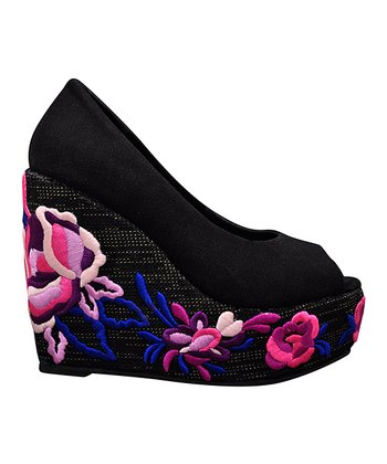 Black Embroid Wedge