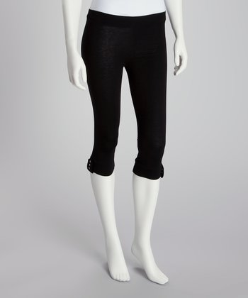 Black Grommet Capri Leggings