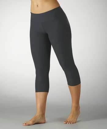 Carbon Performance Slim-Fit Capri Leggings