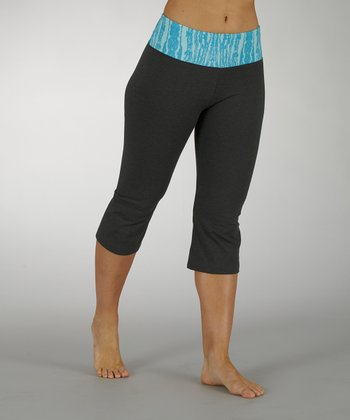 Menthol & Aquarius Ornamental Cosmo Tummy Control Capri Pants