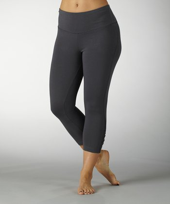 Carbon Tummy Control Ruched Capri Leggings