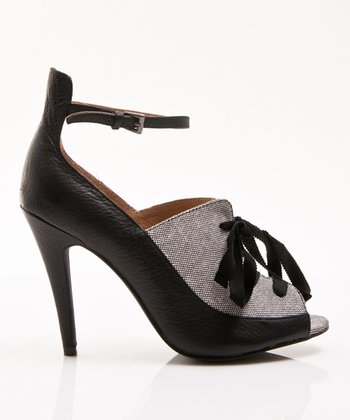 Black Daisy Ankle-Strap Pump