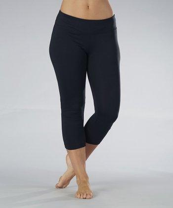 Black Side-Shirred Capri Leggings