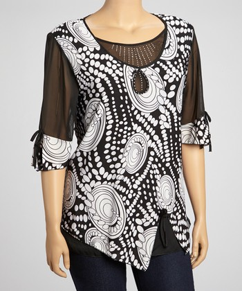 Black & White Circle Graphic Top - Plus
