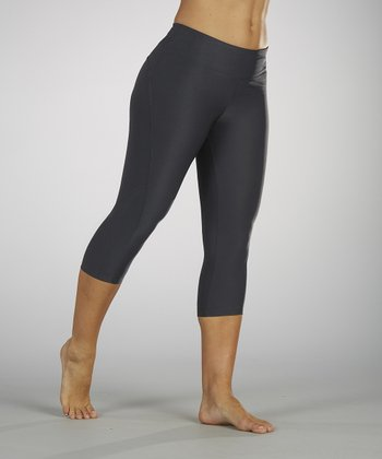 Carbon Curve-Seam Capri Leggings