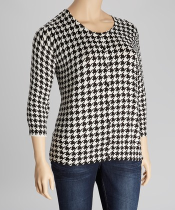 Black & White Houndstooth Three-Quarter Sleeve Cardigan - Plus