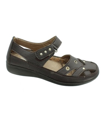 Brown Brandi Closed-Toe Sandal