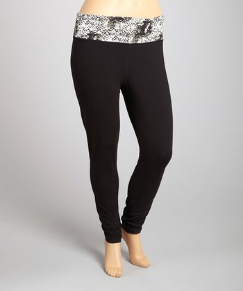 Black & White Snakeskin Yoga Pants - Plus