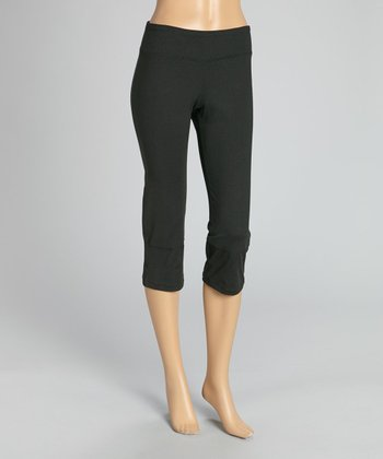 Black & Sugar Plum Flare-Back Capri Pants - Women & Plus