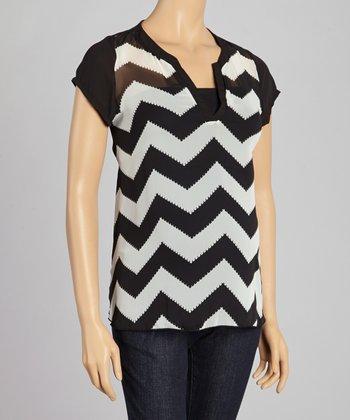 QT Maternity Black & White Zigzag Maternity V-Neck Top - Women