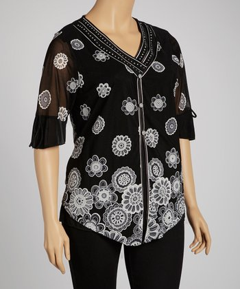 Black & White Daisy V-Neck Top - Plus