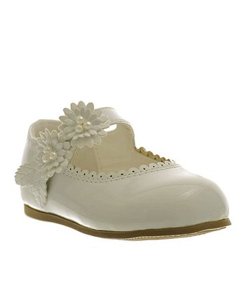 White Flower & Scallop Trim Flat