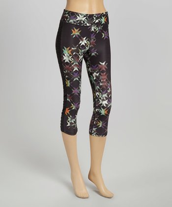 Black Star Ruched-Side Capri Leggings