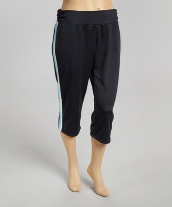 Black & Blue Open Season Capri Yoga Pants - Plus