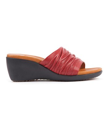 Red Muse Wedge