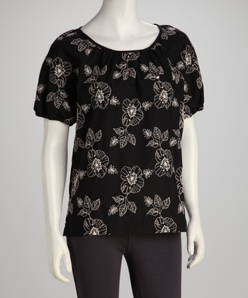 Black & White Floral Scoop Neck Top - Women, Petite & Plus