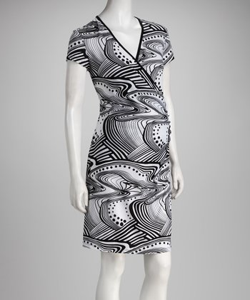 Black & White Wavy Maternity & Nursing Dress
