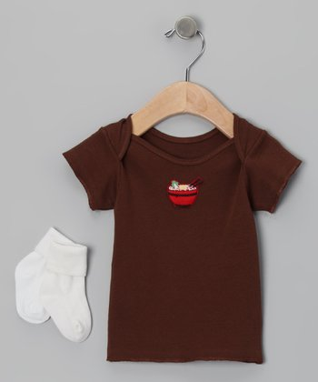 Brown Udon Tee & White Socks