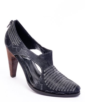 Black Cutout Bee's Knees Pump