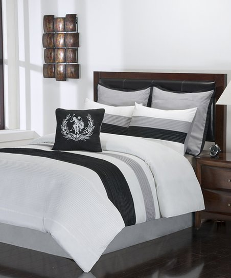 White & Black Resort Storm King Comforter Set