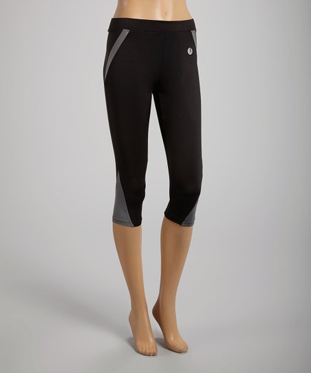 Black & Gray Angle-Stripe Capri Leggings