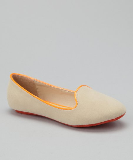 Lucky Top Beige & Orange Tuxedo Flat