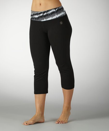 Black &amp; White Out of Sight Flat-Waist Capri Pants