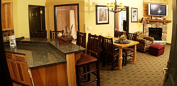 Waterpark & Wolf Pack Condo Suite Deal, Wisconsin Dells: Friday