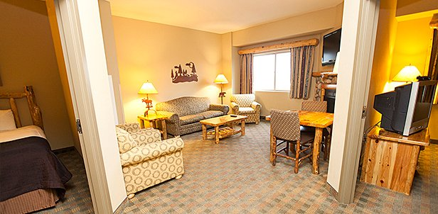 Waterpark & Premium Suite Deal, Williamsburg, VA: Sun-Thu