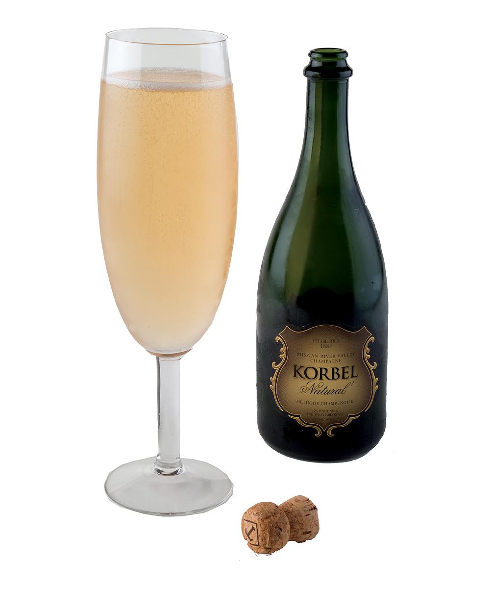 Суёт бутылку от шампанского 1 фотография